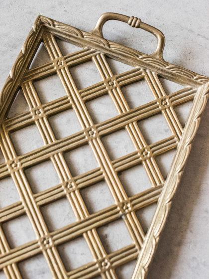 Поднос с плетеным орнаментом