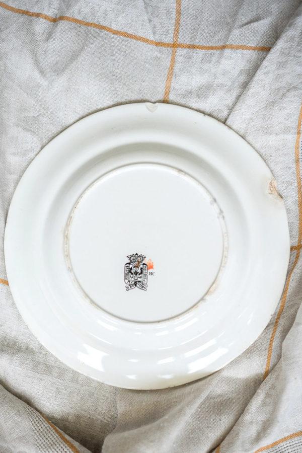 Фарфоровое блюдо фабрики Кузнецова