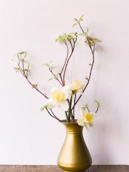 Старинная бронзовая ваза