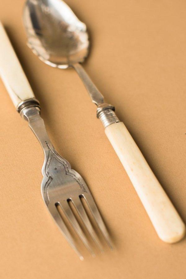 Ложка и вилка с костяной ручкой