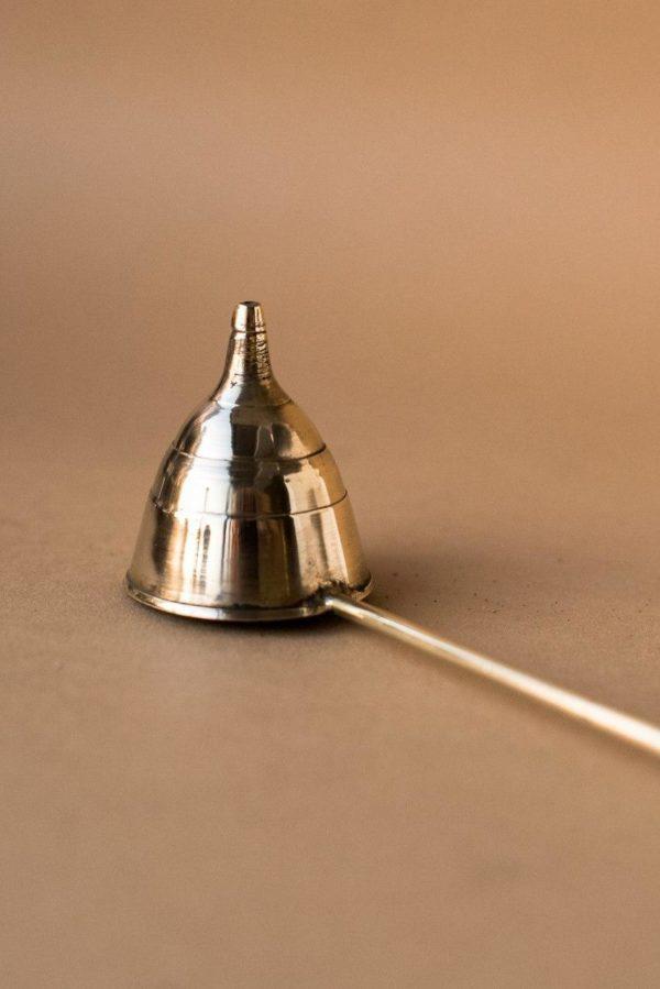 Гаситель тушитель для свечей с деревянной ручкой