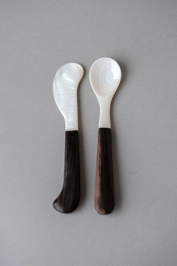 Ложна и вилка из перламутра для десерта