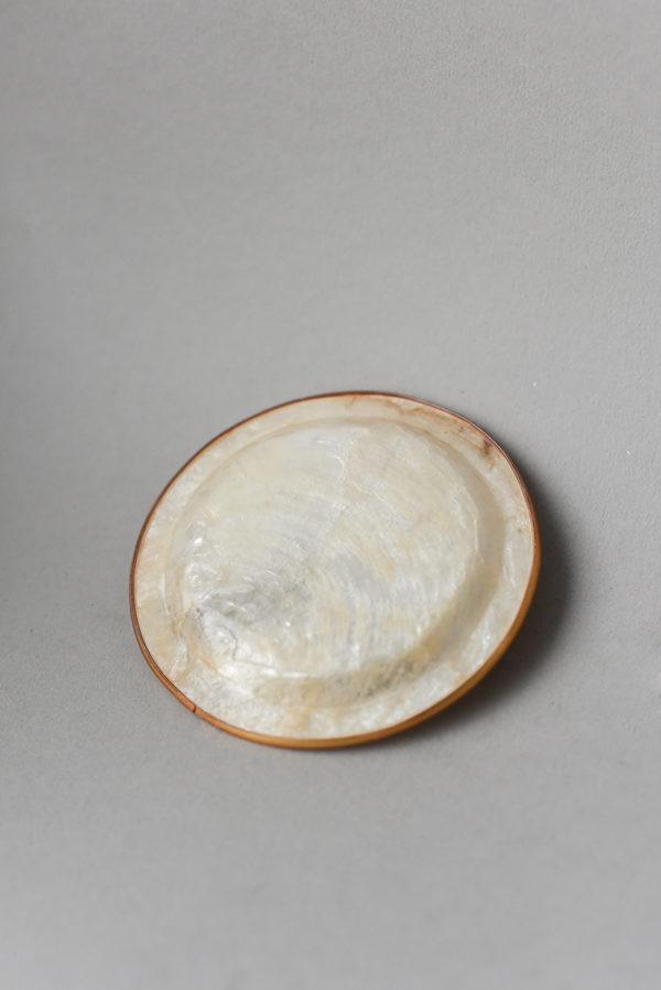 Тарелочка круглая из перламутра
