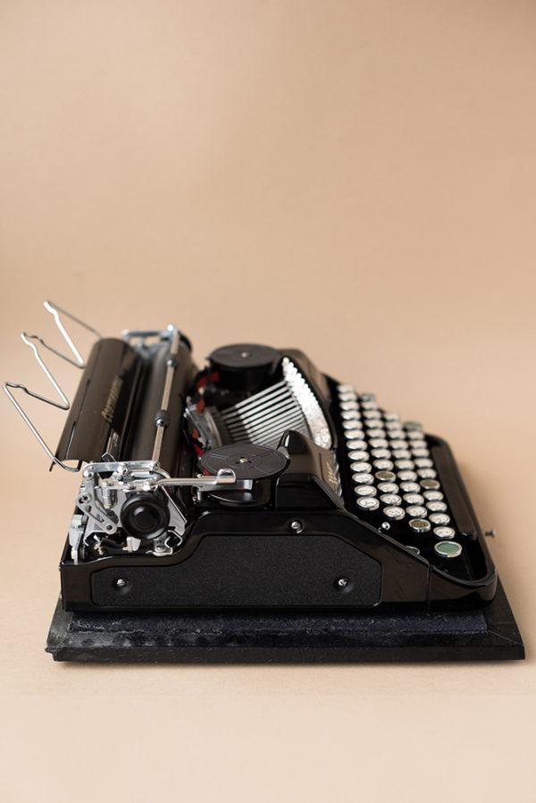Портативная печатная машинка Continental с арабским шрифтом