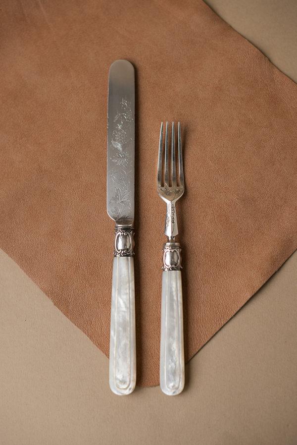 Пара вилка и нож с ручкой из перламутра