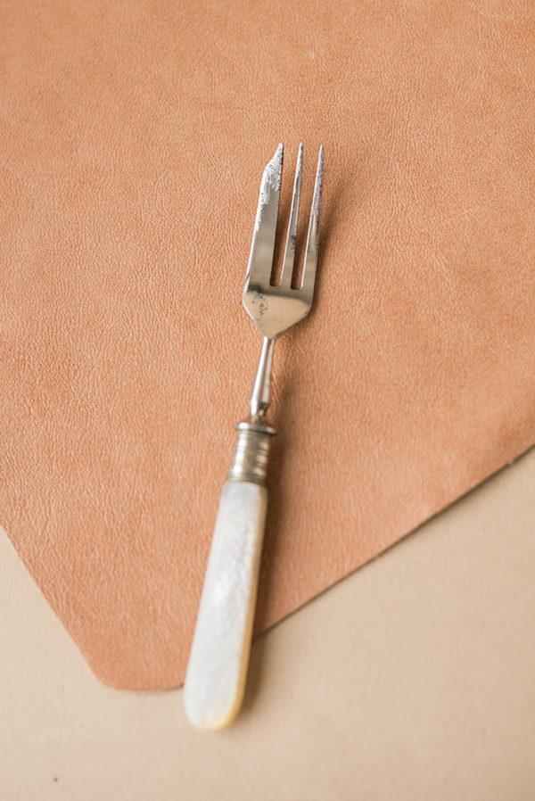 Вилка-нож с ручкой из перламутра