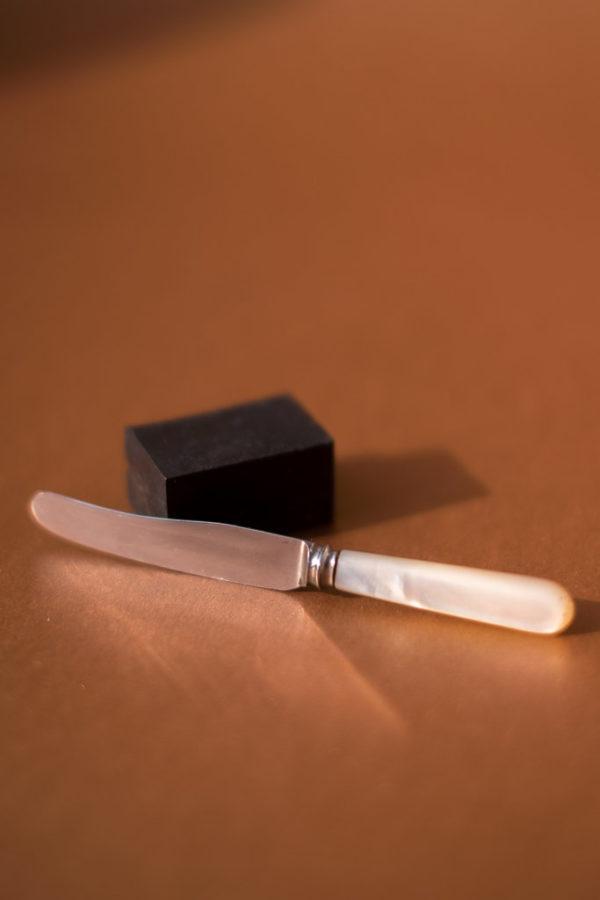 Мини-нож для икры с перламутровой ручкой