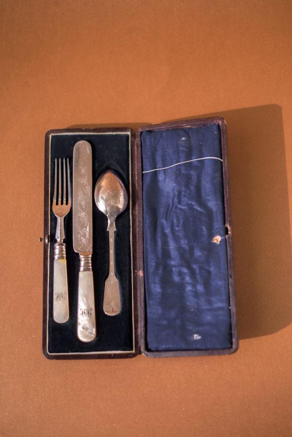 Набор «эгоист» с перламутром, в футляре, XIX век Англия