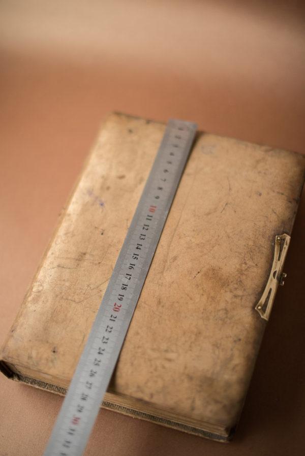 Кожаный фотоальбом XIX века
