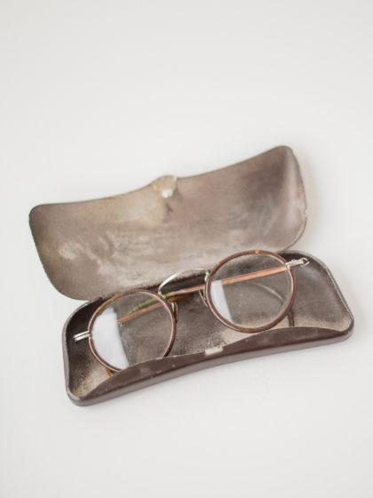 Старинные очки круглой формы