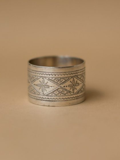 Кольцо для салфеток латунное с посеребрением и узором