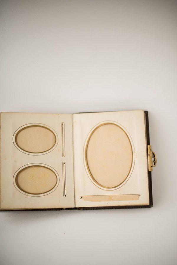 Дореволюционный фотоальбом с декоративными элементами