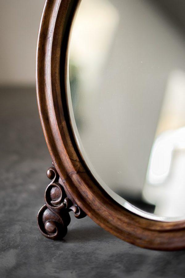 Резное настольное будуарное зеркало из массива ореха конец XIX- начало XX