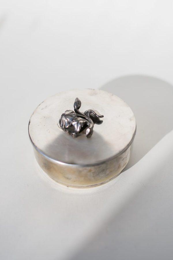 Винтажная посеребренная шведская шкатулка с цветком